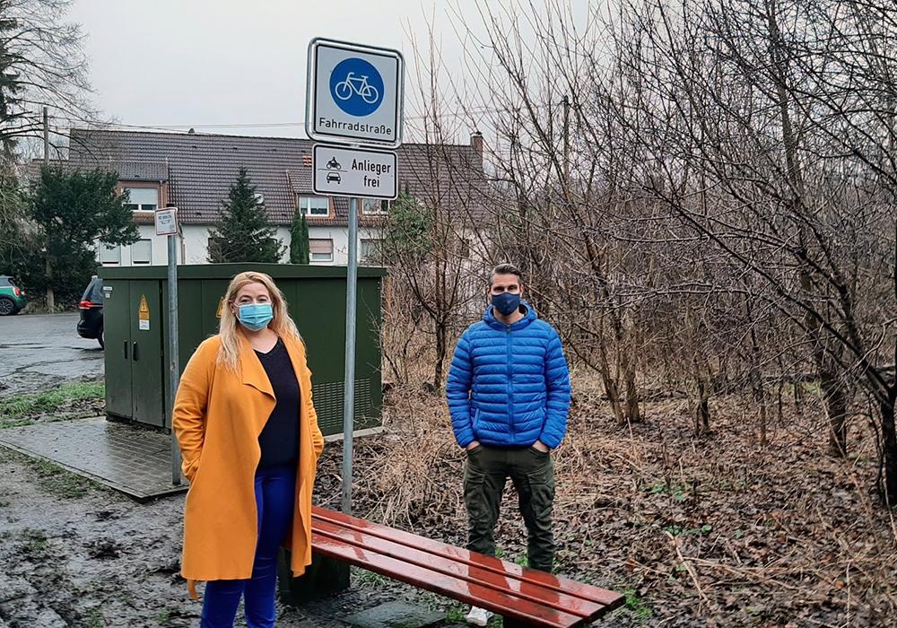 Ratsfrau Marlies Greve mit Anwohner Andre Falkowski